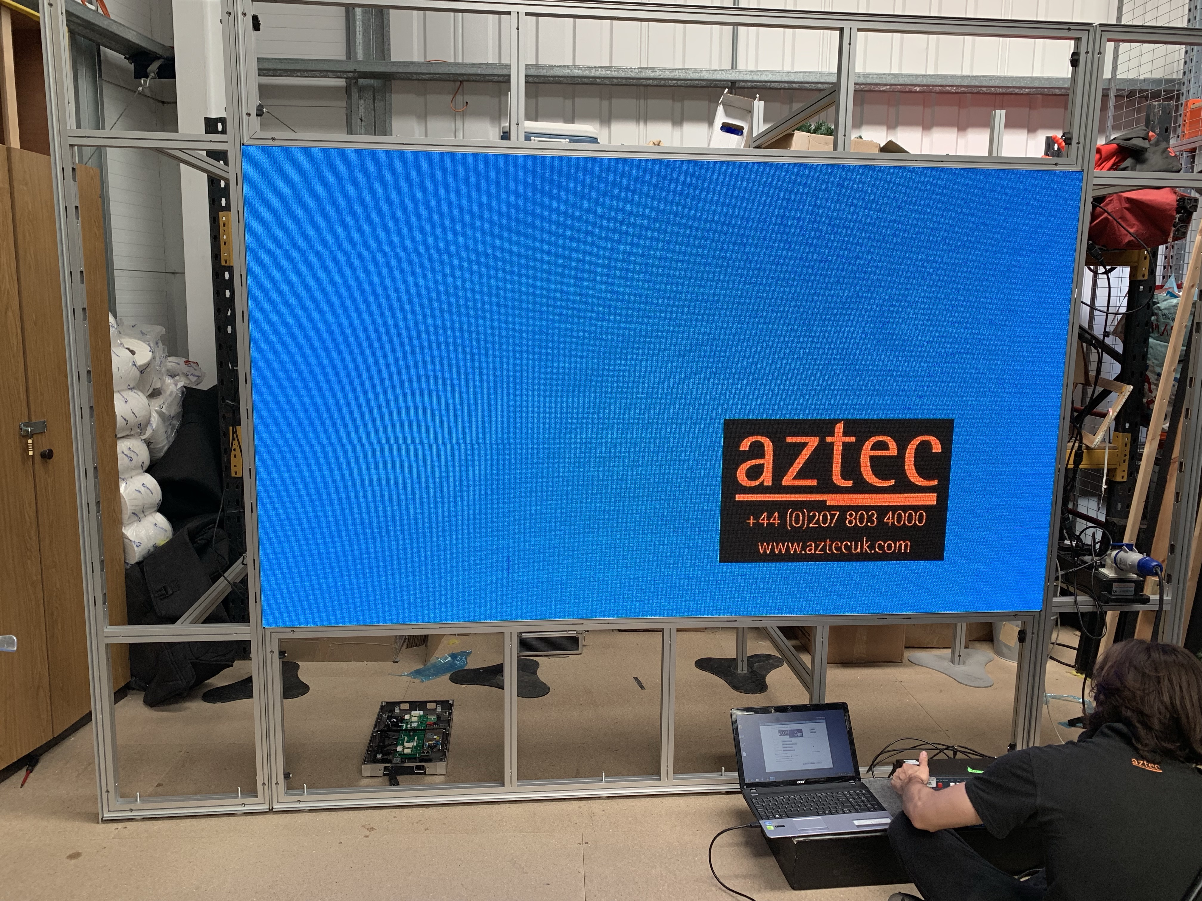 Aztec OCTAwall 60 with LED screens 1